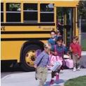 Στους δήμους περνά η αρμοδιότητα μεταφοράς μαθητών