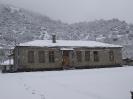 Το Δημοτικό Σχολείο Πύργου χιονισμένο.
