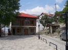 Η πλατεία της Αετομηλίτσας